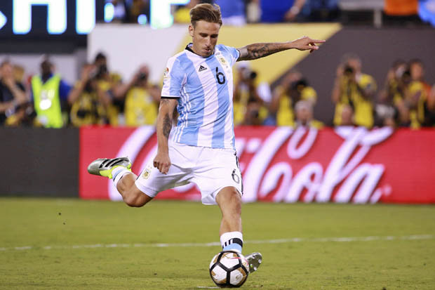 VIDEO Milan, Lucas Biglia arriva a Linate