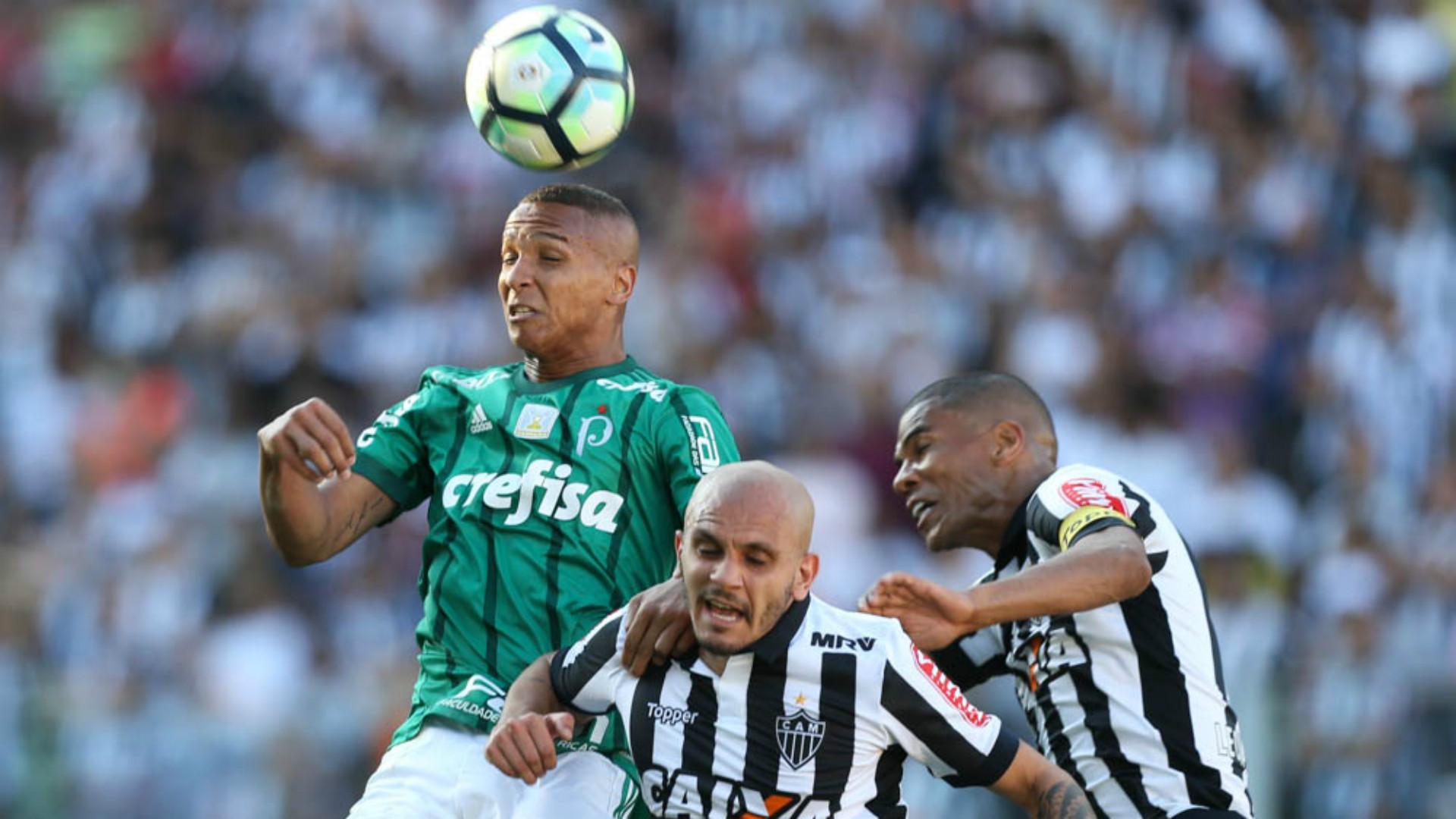 Fábio Santos e Deyverson - Atlético-MG x Palmeiras - 9/09/2017