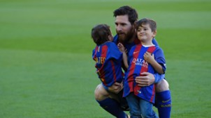 Messi and family sons Thiago Mateo 2017