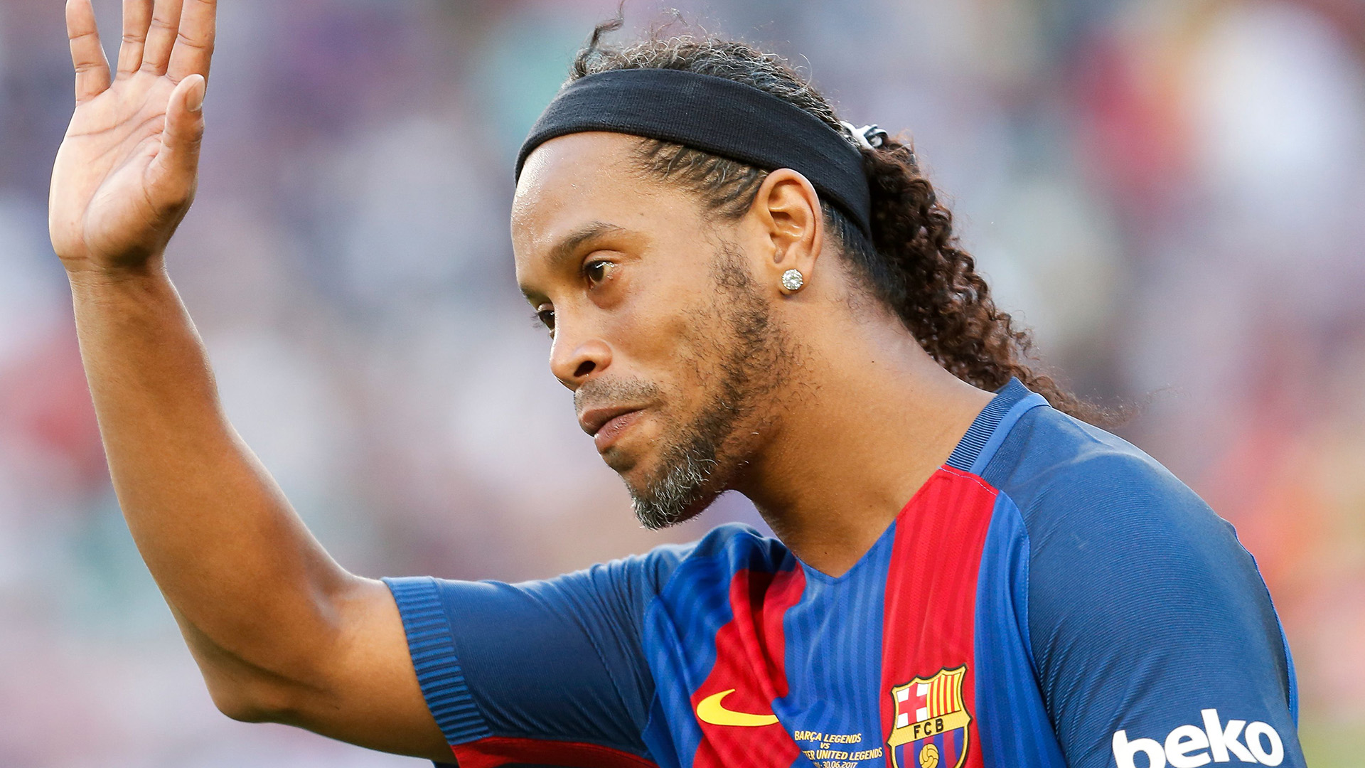 Ronaldinho Barcelona Manchester United legends 30062017