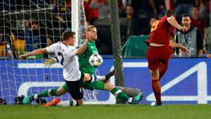 Dzeko Roma Liverpool Champions League