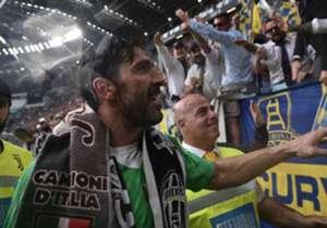 A vitória da Juventus por 2 a 1 sobre o Verona, na última rodada da Serie A neste sábado (19), ficou em segundo plano por conta da emocionante despedida de um dos melhores goleiros da história do futebol de sua casa. Ainda não se sabe se Gianluigi Buff...