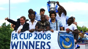 Harry Redknapp, Nwankwo Kanu, John Utaka, David James, Sol Campbell and Sulley Muntari of Portsmouth