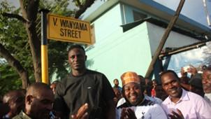 Victor Wanyama katika uzinduzi wa mtaa wake