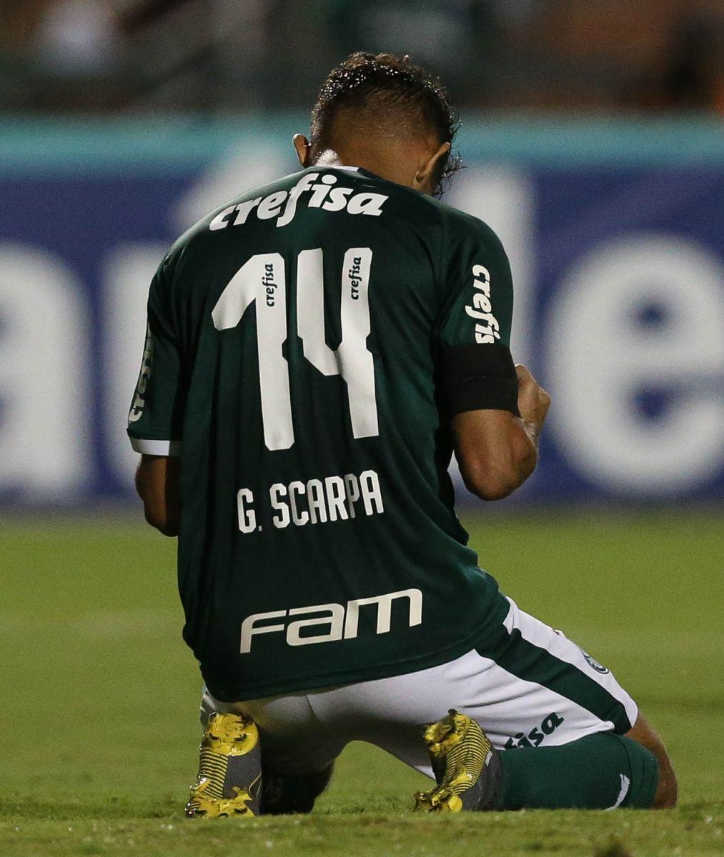 Gustavo Scarpa festeja gol pelo Palmeiras