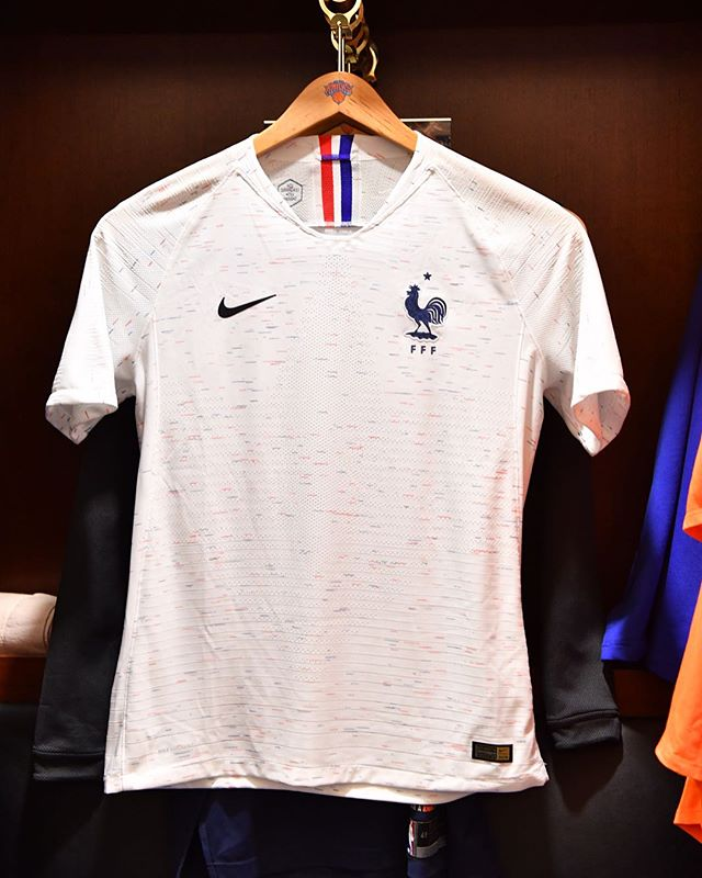 france-2018-world-cup-away-kit-3.jpg