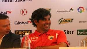 Stefano Cugurra - nyengir - Persija