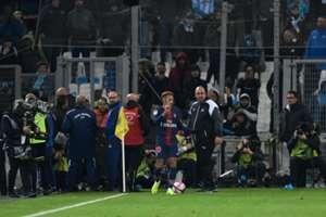Neymar reclama de garrafas que foram arremessadas na vitória do PSG