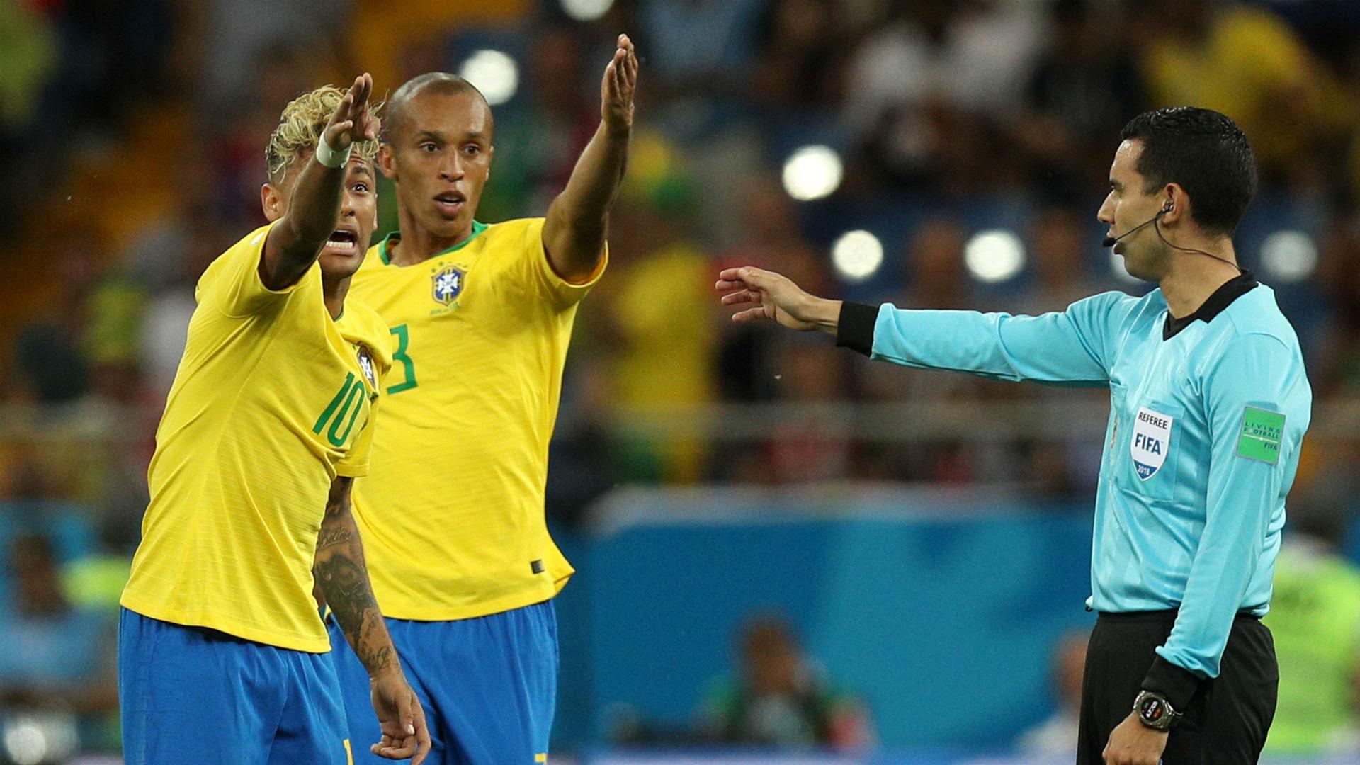 Resultado de imagem para CBF pedirá explicação à Fifa por árbitro não ter usado o VAR em gol da Suíça
