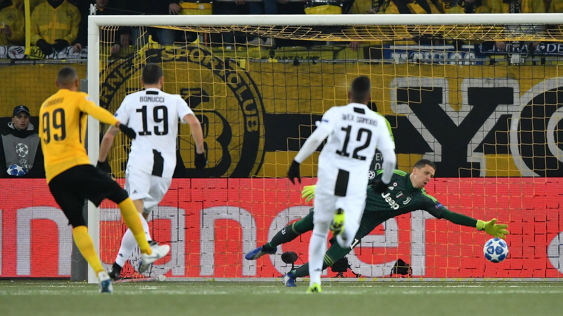 Guillherme Hoarau Alex Sandro Young Boys Juventus Champions League