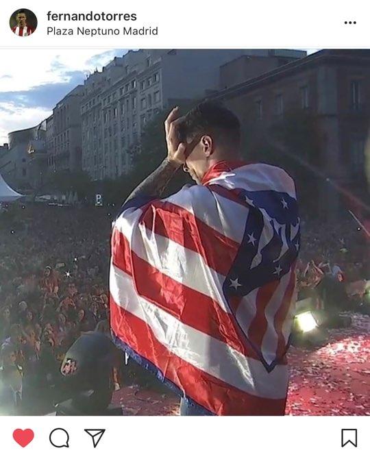 페르난도 토레스가 우승 퍼레이드 중 팬들 앞에서 이별을 얘기하며 눈물을 훔치는 모습. 사진 출처=토레스 인스타그램