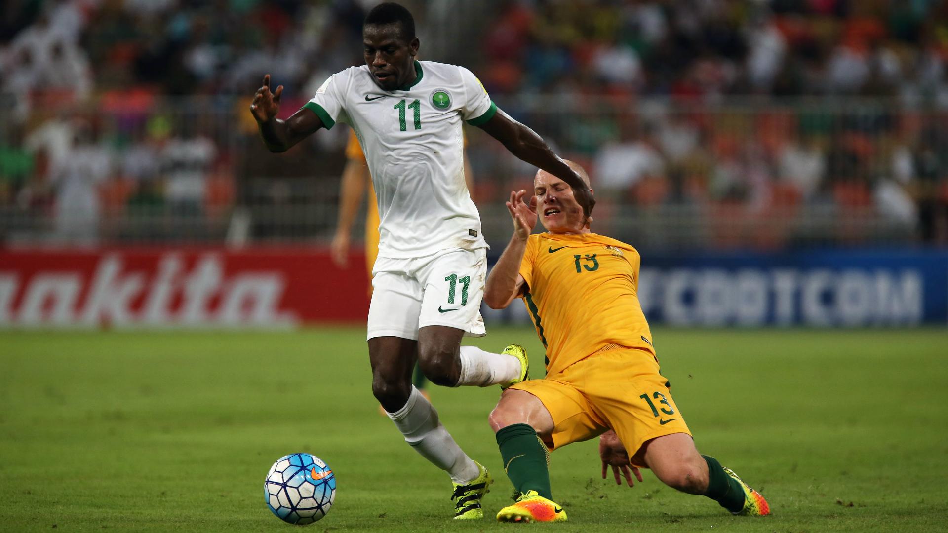 Abdulamlek Al Khaibri Aaron Mooy Saudi Arabia v Australia World Cup qualifying 06102016
