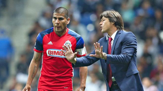 Carlos Salcido deja a las Chivas por malos tratos del cuerpo técnico
