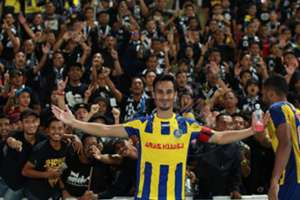 Pahang's Matthew Davies celebrating their win against T-Team with the fans 27/1/2017