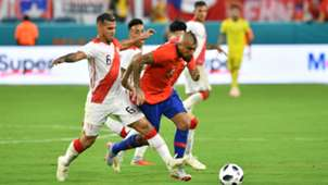 121018 Chile Perú Arturo Vidal Christian Cueva