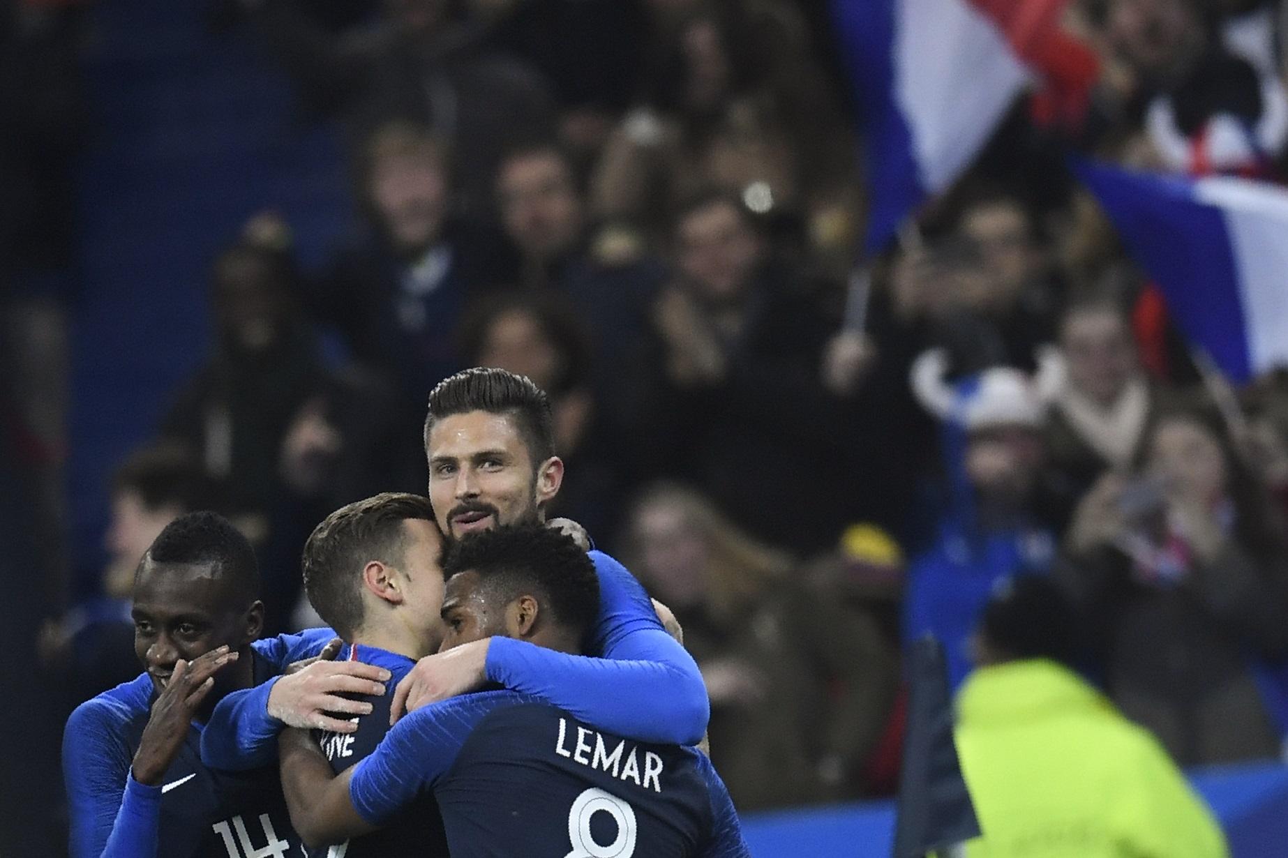 EN IMAGES. Mbappé réclamé par les journalistes, Giroud vexé