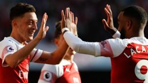 Mesut Ozil Alexandre Lacazette Arsenal 2018-19