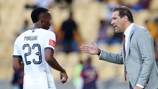 Roger de Sa, coach of Platinum Stars talking to Siphiwe Mnguni of Platinum Stars