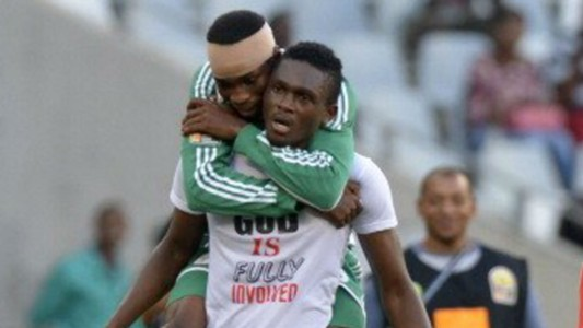 Nigerian player Chinonso Christian Obiozor (R) celebrates with teammate Odunlami Kunle (L)
