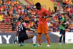 PKNS' Patrick Wleh (right) argues with Selangor's Norazlan Razali 4/2/2017