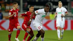 Sergio Cordova Thiago Bayern Munich Augsburg Bundesliga 15022019