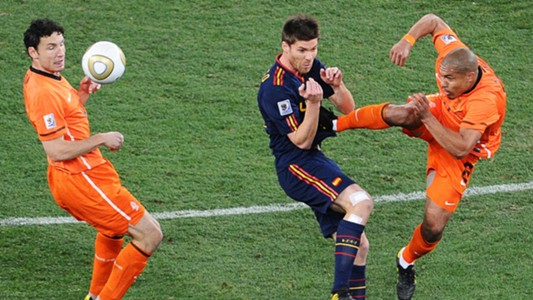 Nigel de Jong, Xabi Alonso, Netherlands vs Spain