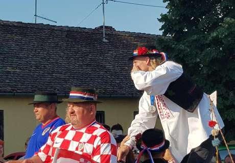 Ludnica u Miholjcu, 10.000 ljudi fešta s Dalićem, Lovren: Političari neka izvuku pouke iz ovog!