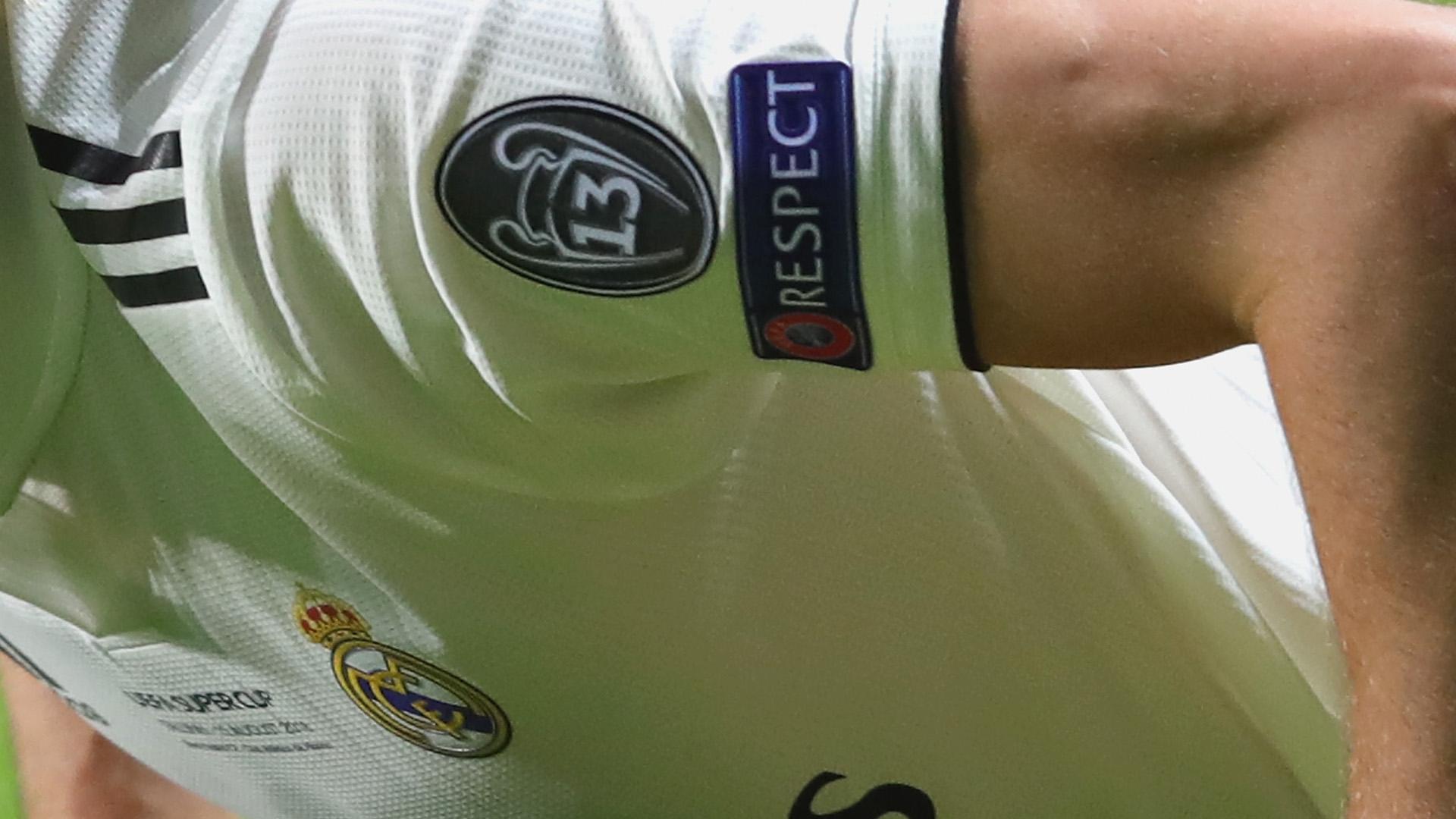 La camiseta del Real Madrid en la Champions League  el parche de ... 925735d8d334e