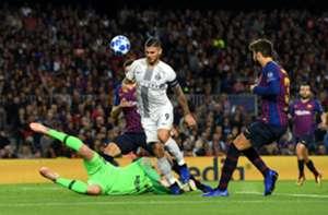 Icardi Piqué Barcelona Inter Champions League
