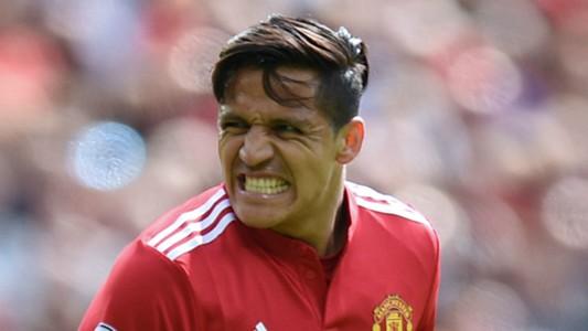 Man Utd News Alexis Sanchez Shows Off Cristiano Ronaldo Like