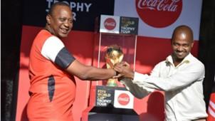 FKF boss Nick Mwendwa and President Uhuru Kenyatta.j