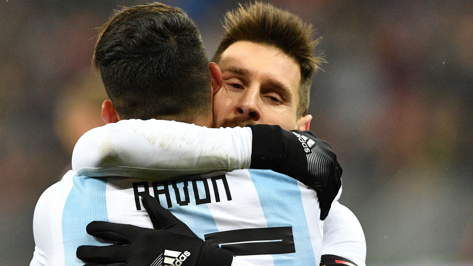 Lionel Messi Cristian Pavon Argentina Rusia 11112017