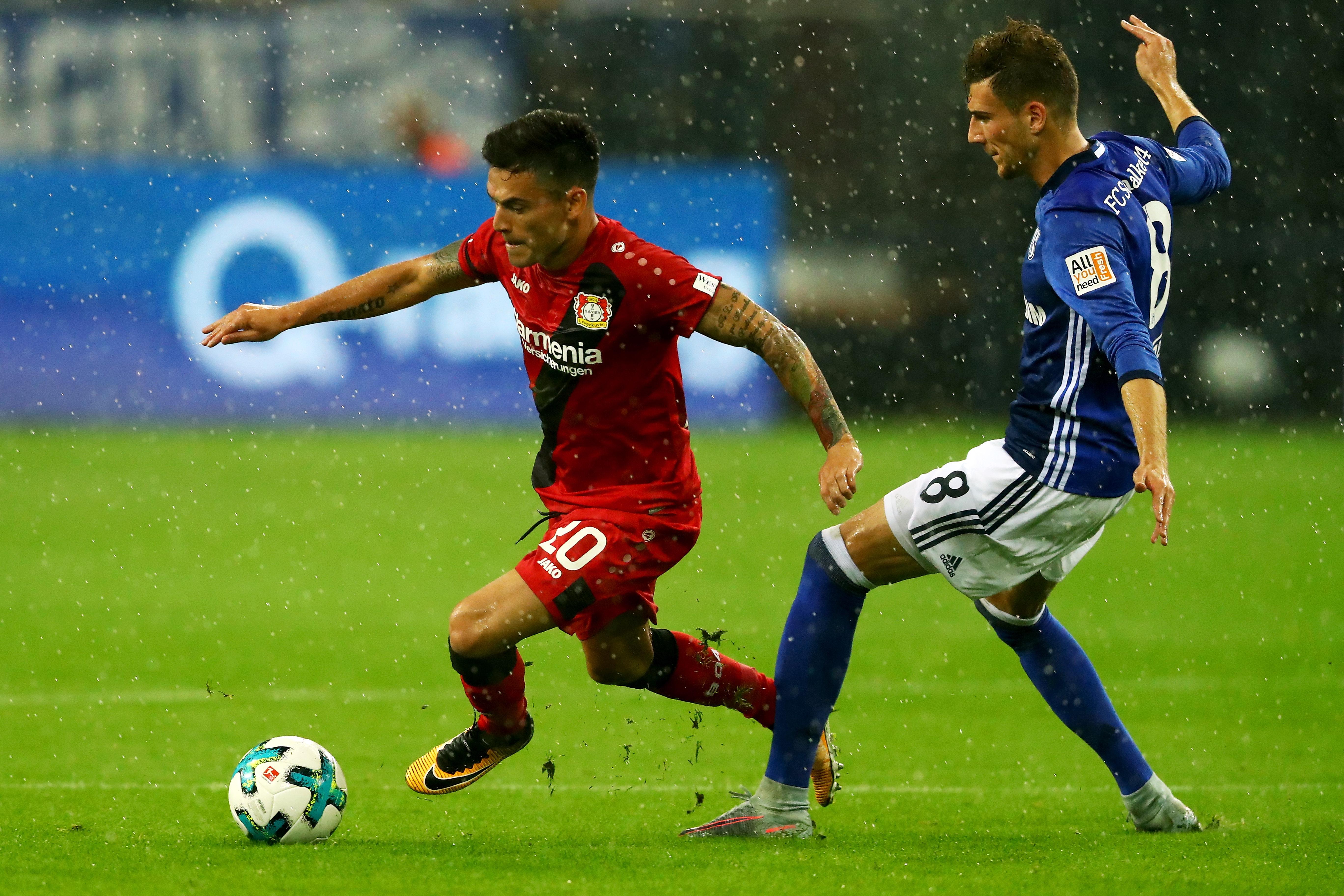 2:0 in Leverkusen Schalke siegt und bangt um Fan