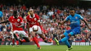 Theo Walcott Arsenal Benfica Emirates Cup