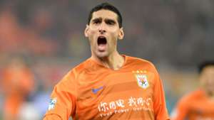 Fellaini marks Chinese Super League debut with winning goal