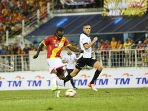 Selangor's Francis Forkey Doe tries to score against Pulau Pinang 21/1/2017
