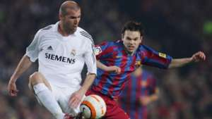 Andres Iniesta Zinedine Zidane of Real Madrid during a Primera Liga Barcelona Real Madrid Camp Nou 1 April 2006