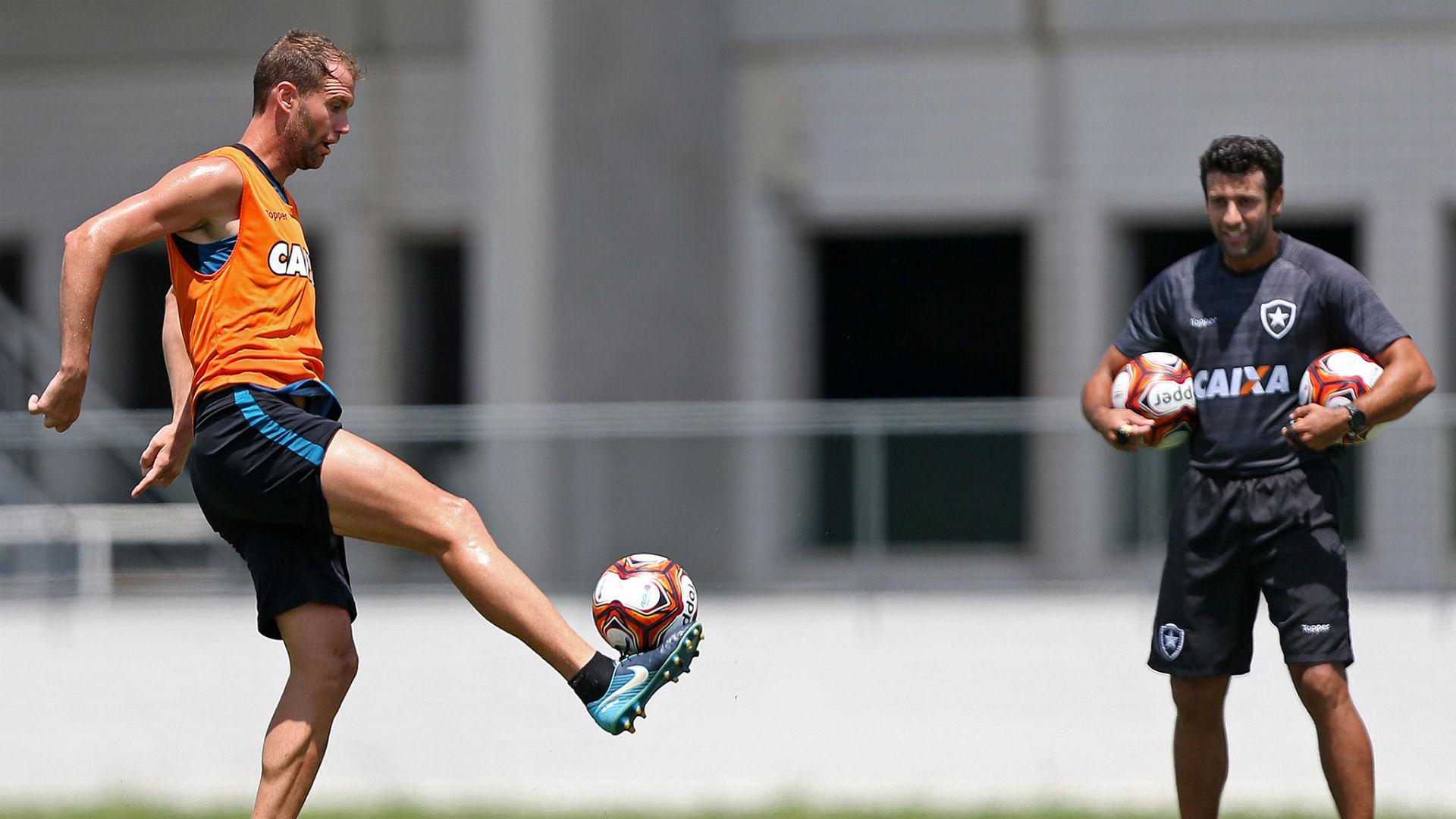 Joel Carli Alberto Valentim Botafogo treino 24 03 2018