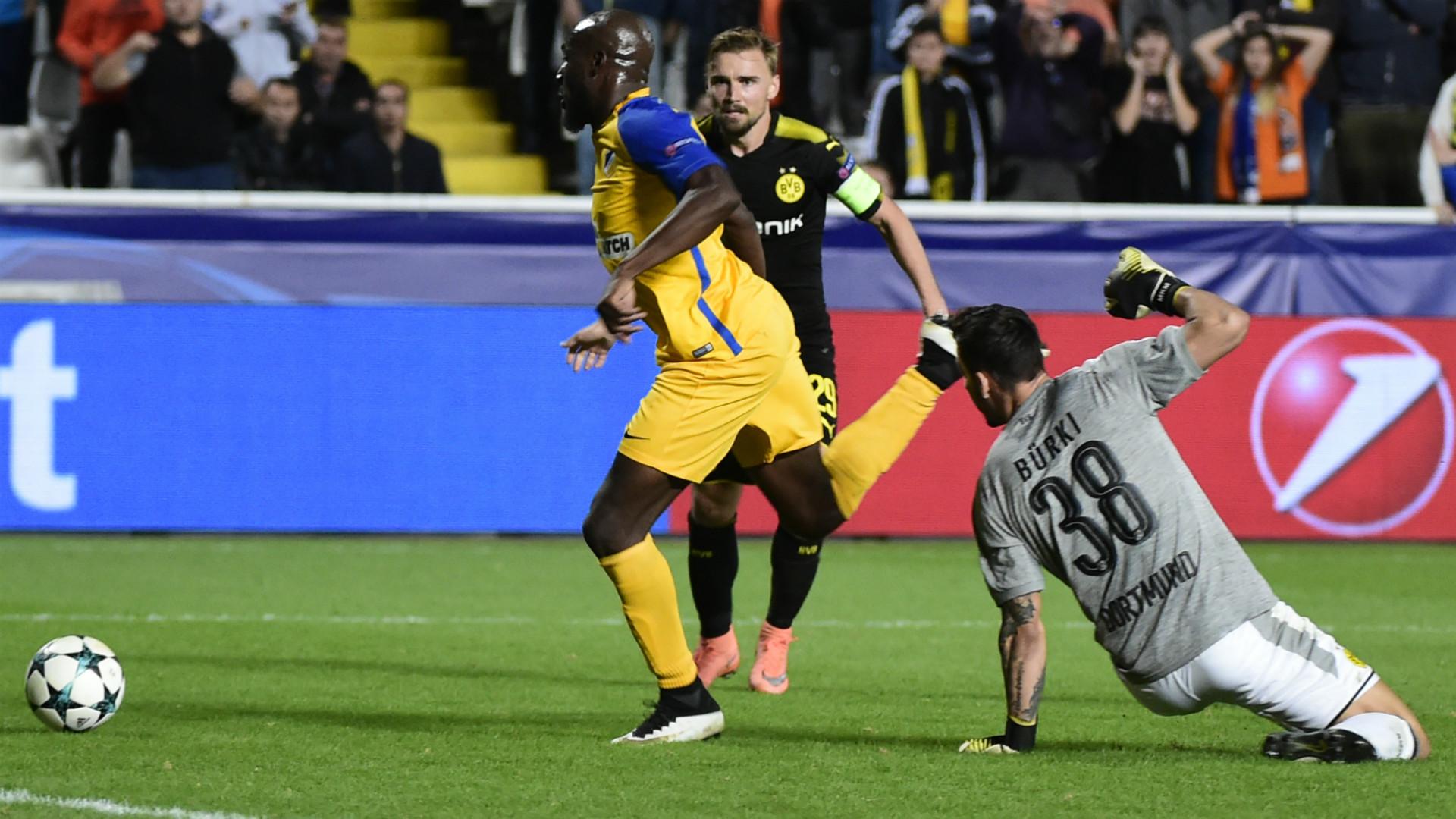 Roman Burki APOEL Borussia Dortmund Champions League 17102017