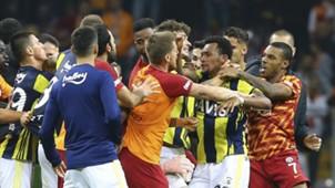 Galatasaray Fenerbahce fight 1122018
