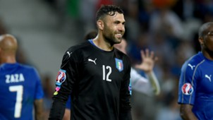 Salvatore Sirigu with Italy shirt