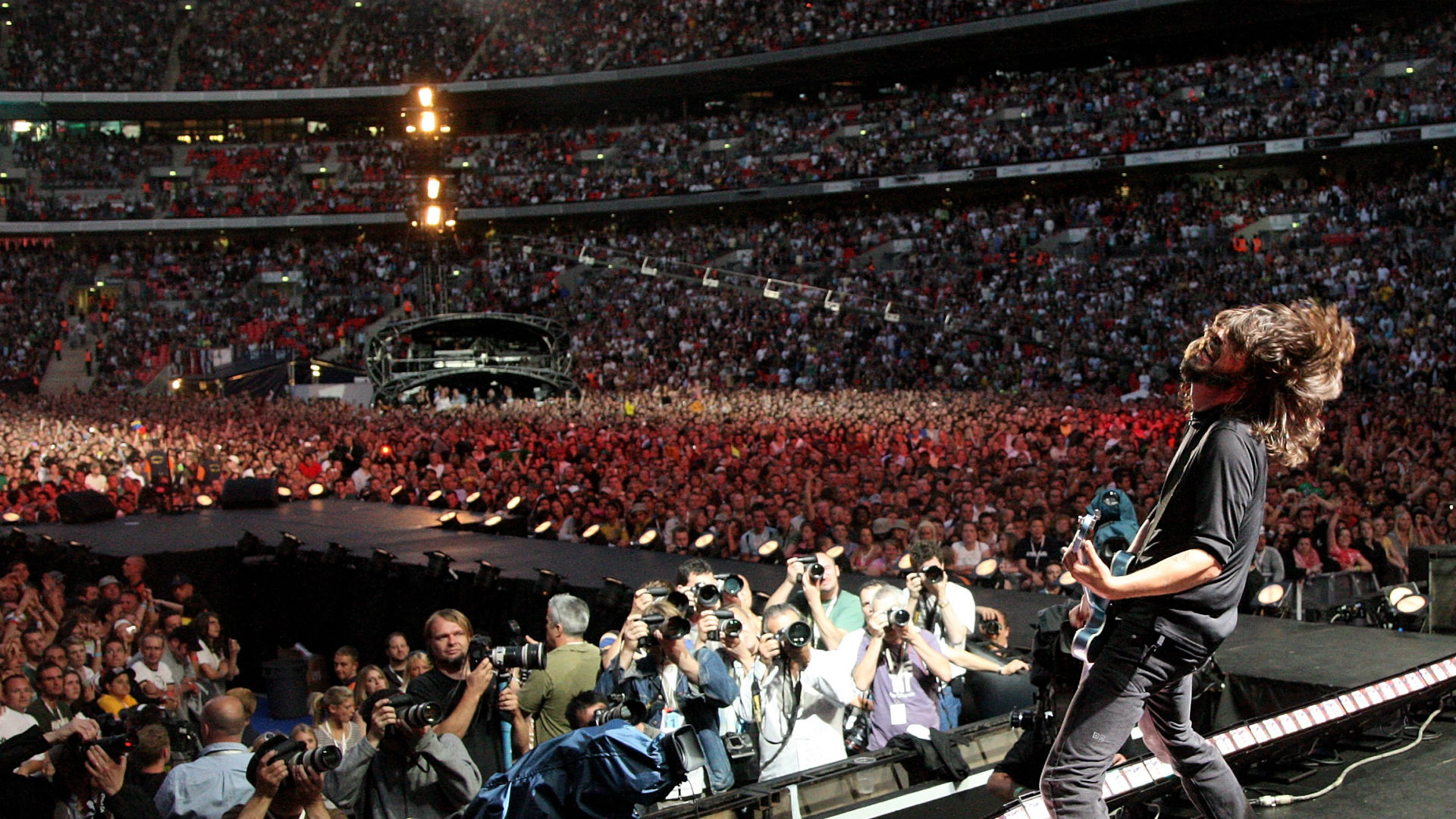 Dave Grohl Foo Fighters Wembley 2007