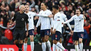 Jordan Henderson Martin Atkinson Man Utd vs Liverpool 2019-20