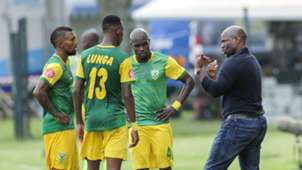 Steve Komphela with Golden Arrows players