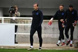 Harry Kane treina com novas chuteiras