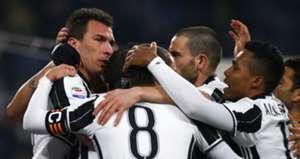 Juventus players celebrating Juventus Empoli Serie A