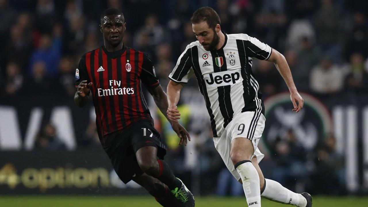 Cristian Zapata Gonzalo Higuain Juventus Milan Serie A