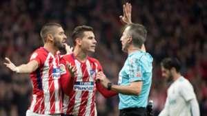 Yannick Carrasco Lucas Hernandez David Fernandez Borbalan Atletico Real Madrid LaLiga 18112017