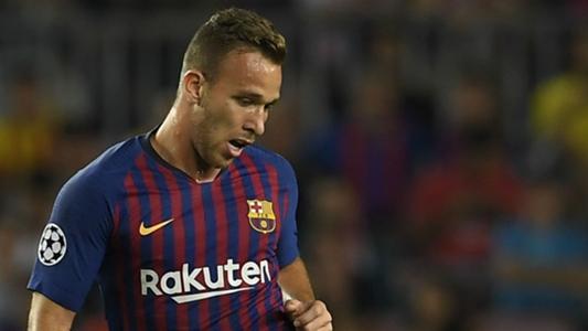 c307a1cab8 Sombra de Arthur cresce no meio-campo do Barcelona após estreia na  Champions League