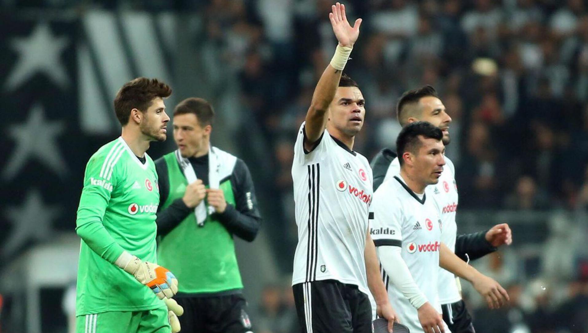 021217 Besiktas Galatasaray Gary Medel Pepe